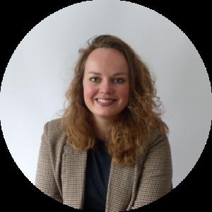 Iris Vernooij, van STERK & ZOET Pedagoog en (kinder)voedingsdeskundige. Ze staat voor gezinnen klaar voor het geven van opvoedtips!